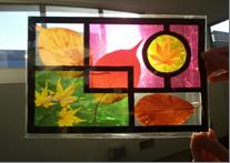 落ち葉も飾れるステンドグラス